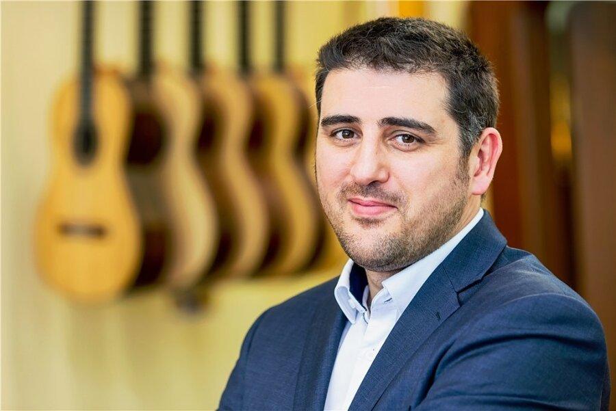 Hannes Vereecke, studierter Musikinstrumentenbauer, ist seit kurzem neuer Dekan der Schule für Angewandte Kunst in Schneeberg.