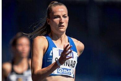 Corinna Schwab vom LAC Chemnitz steht im Finale des 400-Meter-Laufes bei den Deutschen Meisterschaften in Braunschweig.