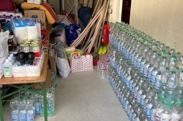 Wasser sowie Hygieneartikel gingen mit im ersten Transport.