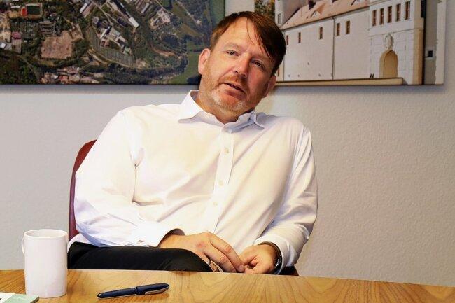 Sven Krüger (Jahrgang 1973) ist seit August 2015 Oberbürgermeister von Freiberg. Seit 1998 SPD-Mitglied, trat er 2018 wegen Unzufriedenheit mit der Politik der Großen Koalition aus der Partei aus.