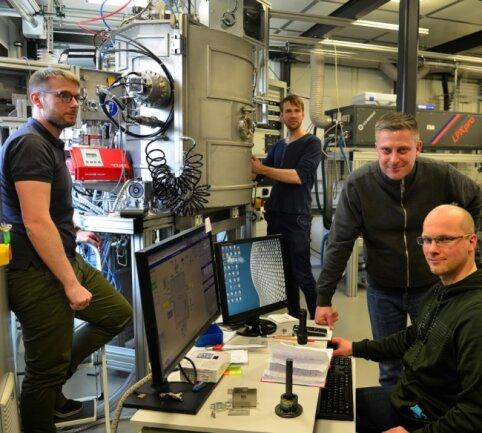 Mitglieder der Firma Antacon in Mittweida im Laserinstitut: Jan Bretschneider (v. l.), Johannes Maus, Hagen Grüttner und David Haldan.