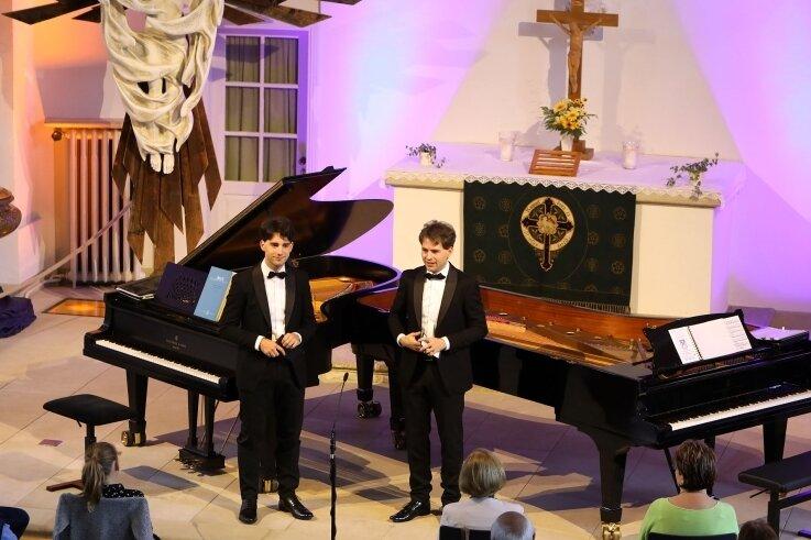 Die Lichtensteiner Pianisten Markus und Pascal Kaufmann bei ihremKonzert-Gastspiel in Lichtensteins Lutherkirche.
