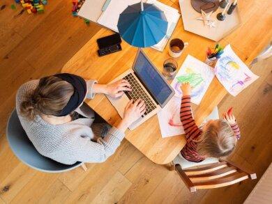 Laut der nun vorgelegten Verordnung sollen Unternehmen verpflichtet werden, ihren Mitarbeitern Homeoffice anzubieten, soweit dies möglich ist.
