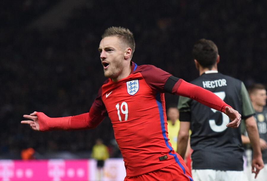 Der Engländer Jamie Vardy bejubelt sein Tor zum 2:2.