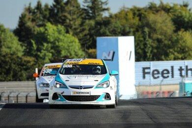 Max Günther im Opel OPC, mit dem er die Langstreckenserie am Nürburgring bestreitet. Am Sachsenring wird er Ende September aber in der DMV NES 500 einen Opel TCR mit 330 PS bewegen.