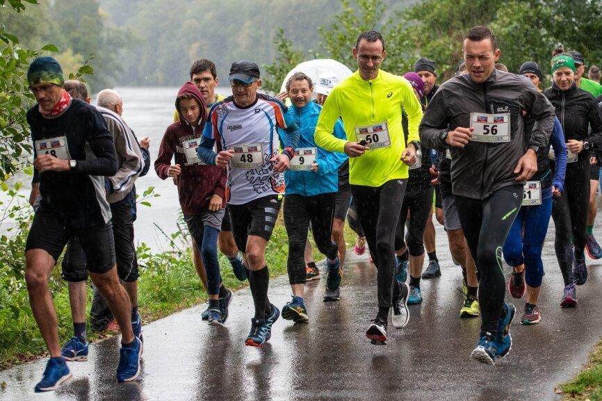 41 Sportler trotzen beim Rochlitzer Berglauf dem widrigen Wetter