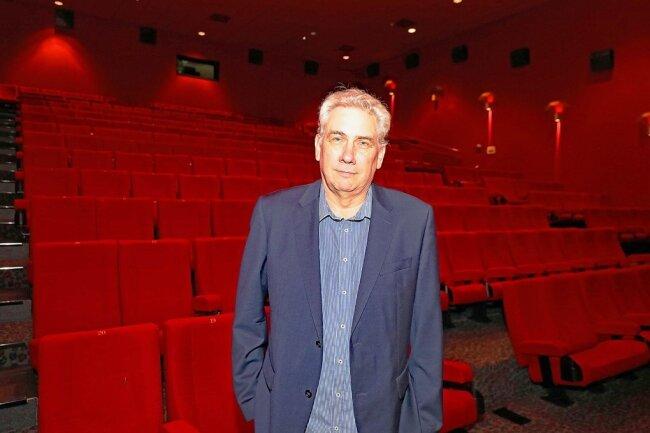 Kinobetreiber Bernd Karnatz hofft nach fast acht Monaten Zwangspause wieder auf volle Säle.