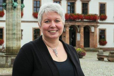 Monique Woiton lebt zwar in Schwarzenberg, schätzt aber auch Rochlitz, vor dessen Rathaus dieses Foto entstand.
