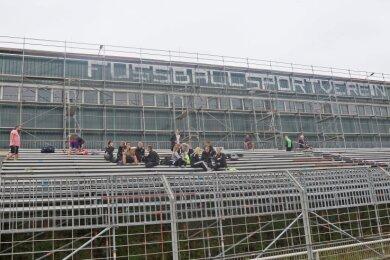Momentan sieht man die Sporthalle fast vor lauter Gerüsten nicht. Vom Plan eines Neubaus hört man inzwischen nichts mehr.