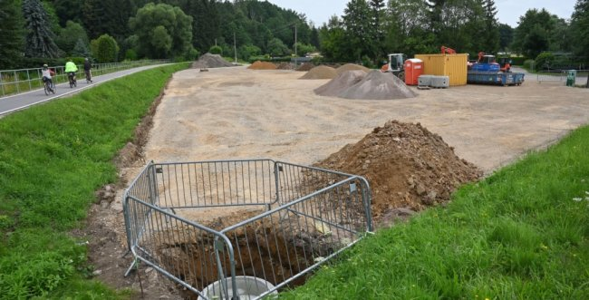 Auf diesem Grundstück direkt am Chemnitztalradweg am unteren Ortsteingang von Wittgensdorf soll ein Biergarten entstehen. Derzeit werden die Baupläne von der Stadtverwaltung geprüft. Wie lange der Vorgang dauert, ist ungewiss.