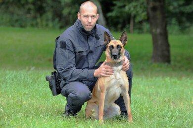 Die achtjährige Malinois-Hündin Li arbeitet seit mehr als vier Jahren mit ihrem Hundeführer, Polizeihauptmeister Thomas Weigel, zusammen. Sie führte die Beamten zu den mutmaßlichen Katalysator-Dieben.