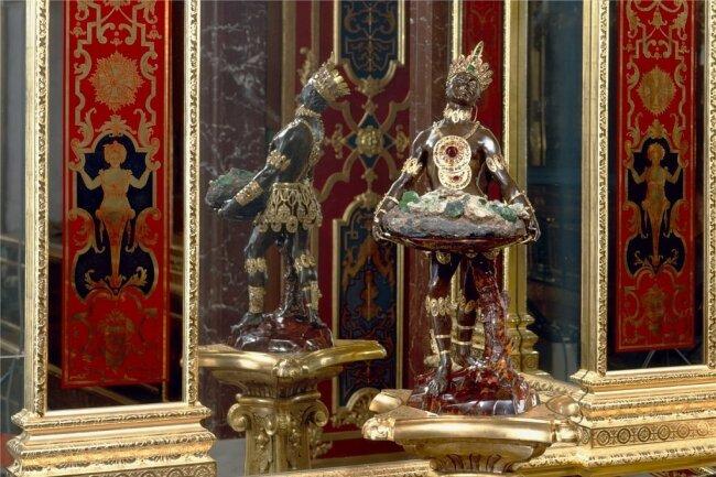 """Auseinandersetzung mit der kolonialen Vergangenheit: Seit 2020 heißt dieses bekannte Werk im Juwelenzimmer des Historischen Grünen Gewölbes nur noch """"**** mit der Smaragdstufe""""."""