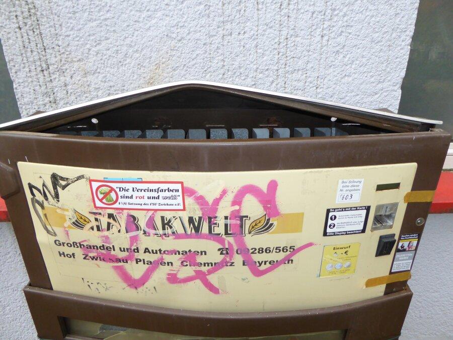 Aus diesem Automaten in Neuplanitz holten die Täter Zigaretten im Wert von 260 Euro, also etwa 40 Schachteln.