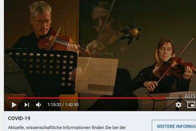 Musiker und Virus: Mitglieder des Ensemble 01 beim interaktiven Konzertstream auf Youtube.