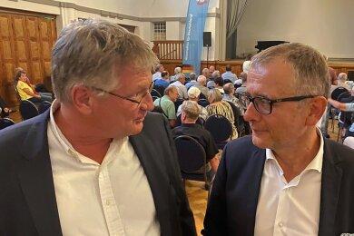 AfD-Parteichef Jörg Meuthen (links) mit Direktkandidat Michael Klonovsky Freitagabend im Ballsaal Hilbersdorf.
