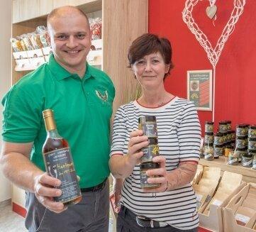 Grit Buschmann und René Weißbach in ihrem Laden.
