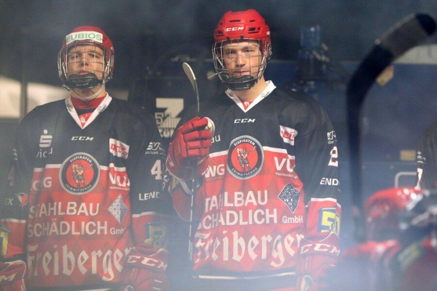 Viermal stand Valentino Weißgerber (rechts) rund um den Jahreswechsel im Eispiraten-Kader.