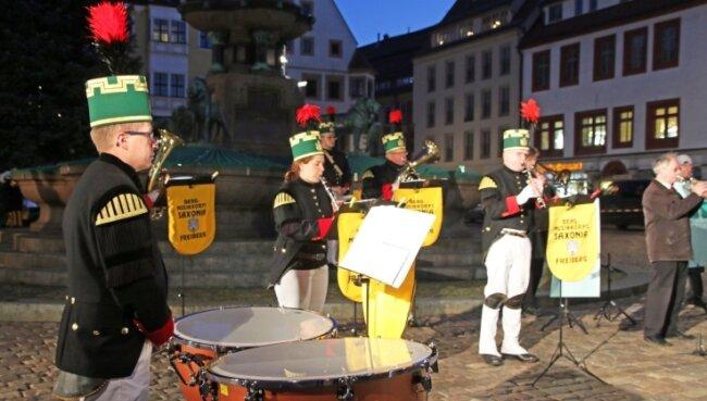 Den einzigen öffentlichen Auftritt im Advent absolvierte das Bergmusikkorps Saxonia Freiberg beim Videodreh zur Eröffnung des Weihnachtszaubers.