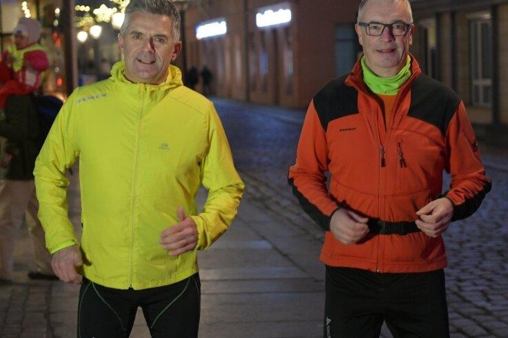 Den ersten Ultramarathon im Visier: Ralf Dobritz (l.) und Reno Nimmrichter bereiten sich gemeinsam auf den Rennsteiglauf 2021 vor, wo sie die 73,9-km-Strecke in Angriff nehmen wollen.