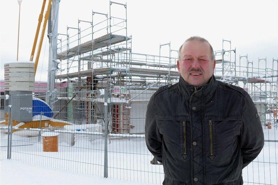 Am neuen Feuerwehrdepot in Hohndorf wird weiter gebaut, sobald es das Wetter zulässt, sagt Bürgermeister Uwe Günther. Der Neubau an der Alten Marienberger Straße soll noch in diesem Jahr übergeben werden.