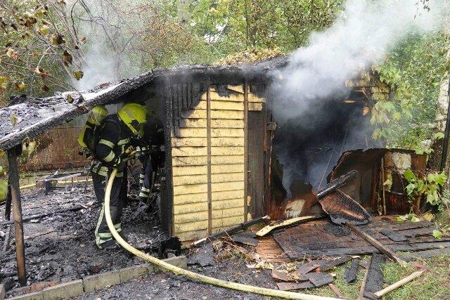 Feuerwehreinsatz bei Laubenbrand