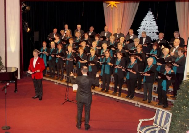 Zum letzten Weihnachtskonzert 2019 sang der Agricolachor mit Mark Marshall im Glauchauer Stadttheater.