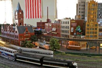 Die Amerika-Anlage gehört zu den Hinguckern der Modellbahnwelt. Vor allem die Schüler kümmern sich um die Anlage.