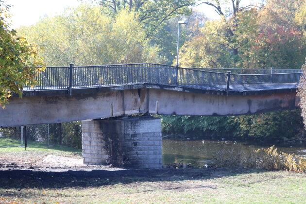Die Brücke einen Tag nach dem Brand.