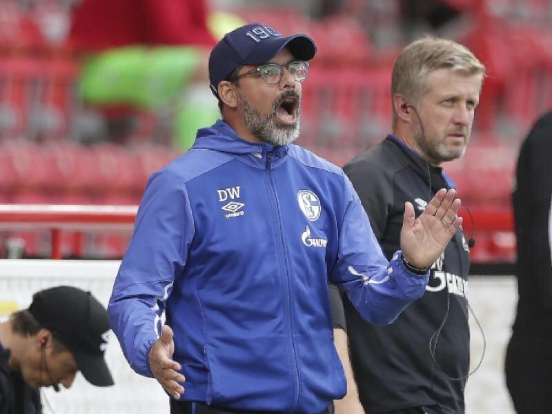 Konnte mit dem FC Schalke gegen Union Berlin nicht überzeugen: Trainer David Wagner gibt Anweisungen während des Spiels.