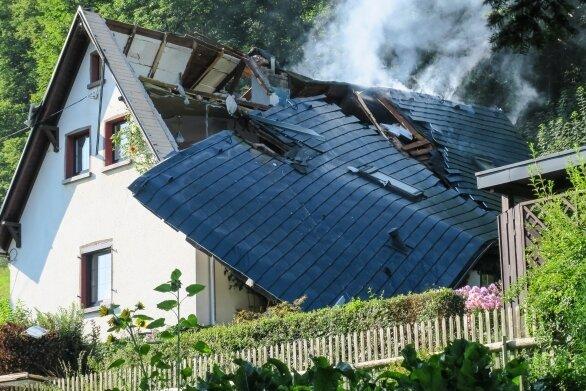 Zu einer Gasexplosion war es am Freitagmorgen in einem Wohnhaus an der Talstraße in Lauter gekommen.