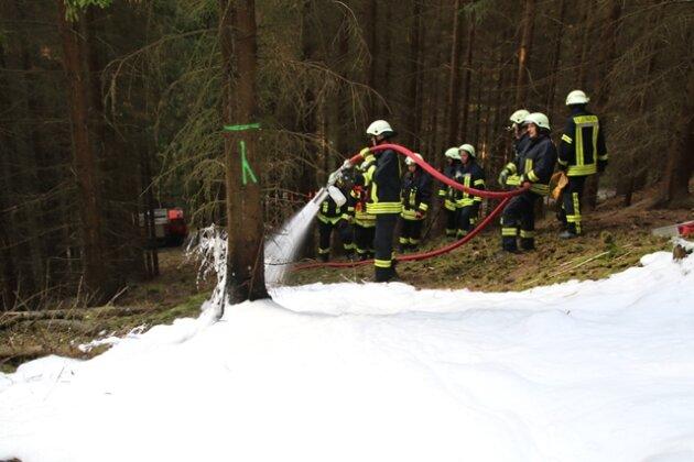 Zu dem Schwelbrand kam es in der Nähe des Erdmannsdorfer Bades.