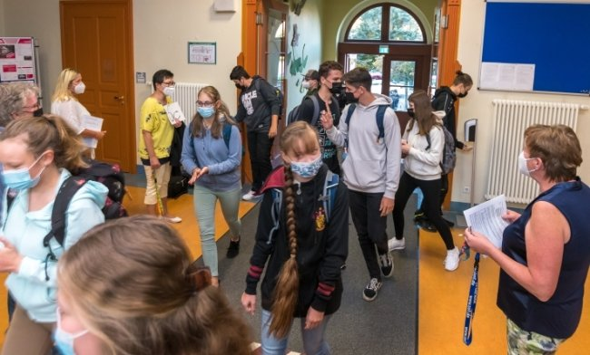 Der Schulalltag begann am Montag auch für rund 600 Mädchen und Jungen, die in 23 Klassen die Olbernhauer Oberschule besuchen.