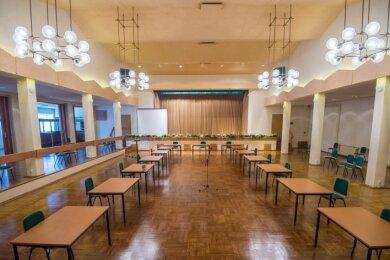 """Der Saal im """"Weißen Lamm"""" Hohndorf bedarf dringend einer brandschutztechnischen Sanierung. Das Vorhaben wird gefördert - das Förderprogramm schließt aber auch sogenannte """"Kunst am Bau"""" ein."""