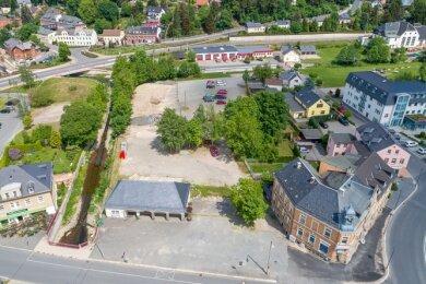 Zwischen dem Postplatz rechts im Bild und dem gegenüber liegenden Zusammenfluss von Wernesbach und Göltzsch soll eine neue Kita für Rodewisch mit rund 120 Plätzen entstehen.