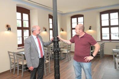 WBG-Geschäftsführer Peter Stimpel (links) und Gastronom Italo Fedon haben bei der Sanierung und beim Konzept des Goethehauses in Schneeberg eng zusammengearbeitet.