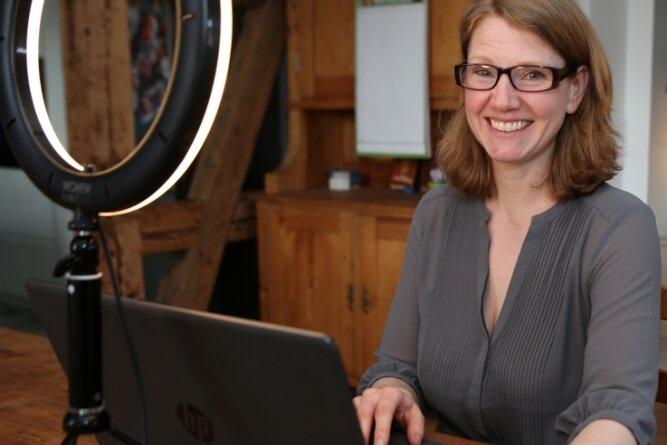 Wencke Matthai aus Zwönitz spielt im Online-Krimi die Rolle der Christine Salzmann, Leiterin des Tourismusverbandes Rheingau & Rheinhessen.