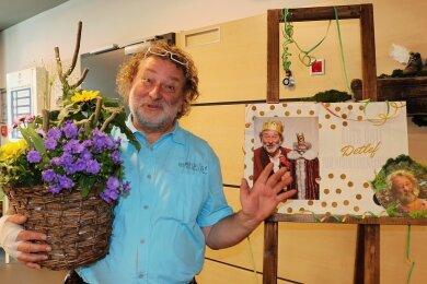 """Bevor der Zwickauer Puppenspieler Detlef Plath sich an seinem letzten Arbeitstag am 31. März mit """"Und Tschüss"""" verabschieden durfte, konnte er sich über viele liebevolle Überraschungen seiner Kollegen freuen."""
