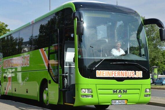 Asphalt-Pioniere rollen den Markt auf: Ein Bus des Berliner Anbieters Meinfernbus. Die Firma ist derzeit Marktführer in Deutschland.