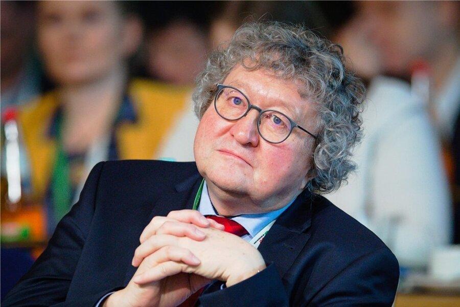 Politikwissenschaftler Werner Patzelt, der im Frühjahr in den Ruhestand tritt, wollte an seiner TU Dresden gern Seniorprofessor werden. Doch dazu kam es nicht. Nun gibt es gegenseitige Vorwürfe.