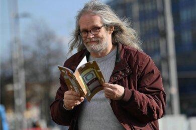 Der Chemnitzer Schriftsteller Hans Brinkmann blieb in der Pandemie kreativ, sein neuer Roman soll noch in diesem Jahr erscheinen.