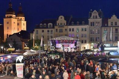 """Ein Bild aus vergangenen Tagen: Bei Konzerten zum Stadtfest """"Plauener Herbst"""" war der Altmarkt häufig gut gefüllt."""