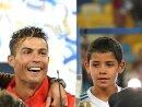 Cristiano Ronaldo junior (r.) schnürt einen Viererpack