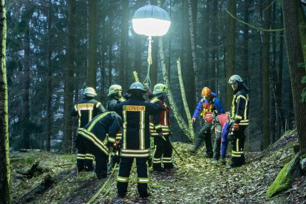Ein Mineraliensammler ist bei Breitenbrunn schwer verletzt aus einem Stollen geborgen worden.