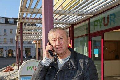 Zum Glück funktioniert das Handy noch: Bei Reiner Thomas aus Zwickau sind plötzlich Internet und Festnetz ausgefallen, doch der Anbieter löst das Problem nicht.