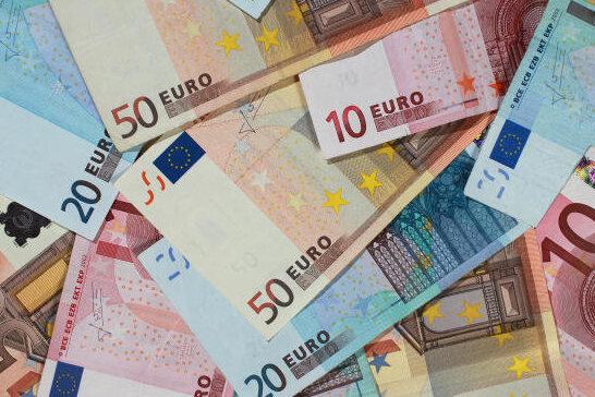 Kreistag: Fraktionen geben sich mehr Geld