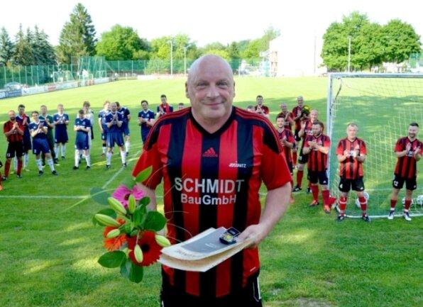 Holger Wiesner war von 1990 bis heute Fußballabteilungsleiter der SG Jößnitz. Als er anfing, hatte der ganze Verein 125 Mitglieder. Heute zählt der Elf-Sparten-Verein alleine schon 209 Fußballer.