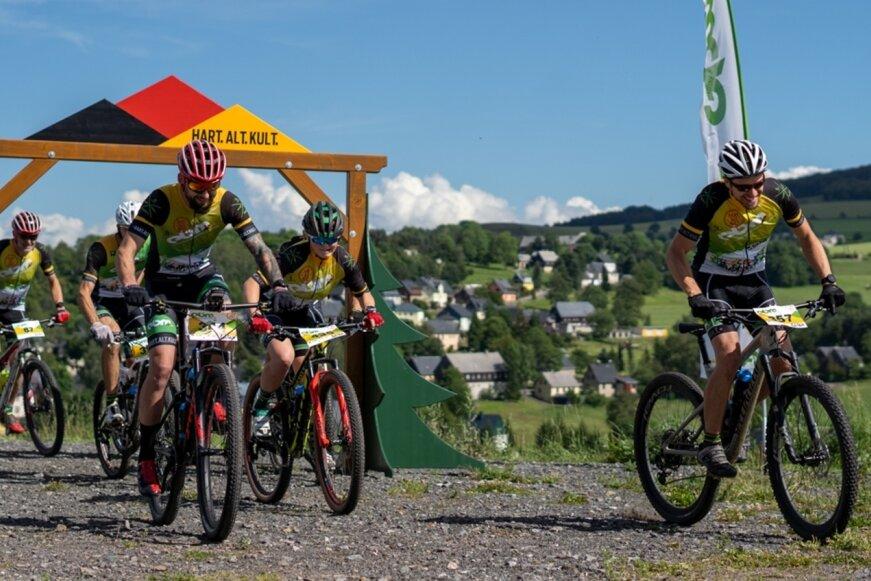 Dies sind fünf der rund 90 Mountainbiker, die seit Anfang Juli bereits auf den EBM-Strecken unterwegs waren.