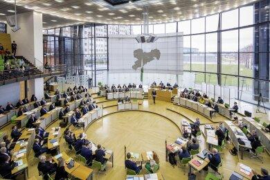 Unmittelbar vor den zwei Sitzungstagen des Sächsischen Landtags ist der erste Fall eines positiv getesteten Abgeordneten bekannt geworden.