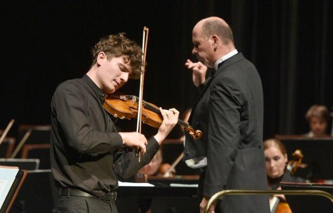 Solist des Konzertes war der 18-jährige Geiger Benjamin Günst, 1. Preisträger der 7. Chursächsischen Meisterkurse 2020.