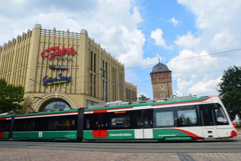 Stark runtergekühlte Innenräume der Chemnitz-Bahnen wie in diesem Citylink-Fahrzeug kritisiert ein Fahrgast, der täglich mit der Linie C11 Chemnitz - Stollberg zur Arbeit pendelt. Die Temperatur im Fahrgastraum kann nur in der Werkstatt geregelt werden, sagt der zuständige Verkehrsverbund.